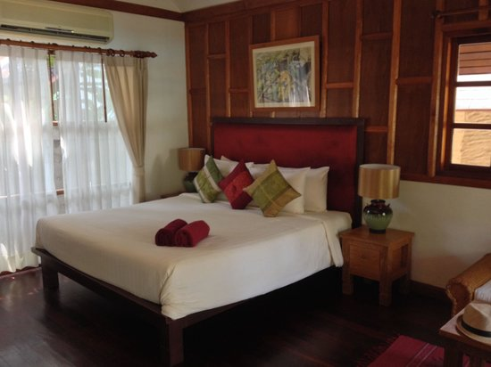 Green Papaya Resort: Our deluxe cottage bungalow room