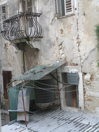 Valamar Riviera Hotel & Residence: Generator outside room 111 making lots of noise nonstop.