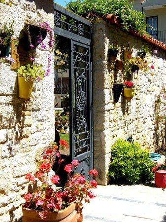 Griffon Butik Hotel: Garden enterence