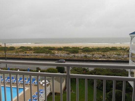 La Mer Beachfront  Inn: Ocean View, room 419
