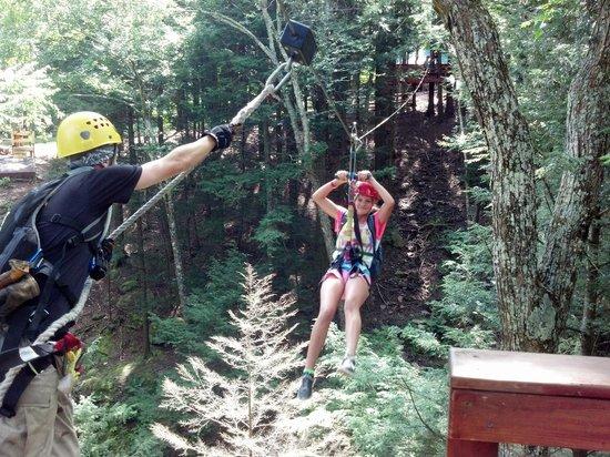 New York Zipline Adventure Tours : Zipping