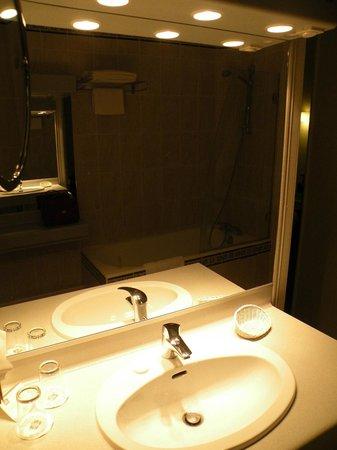 Best Western Champlain France Angleterre : salle de bain