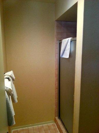 Harbor House Inn: bathroom