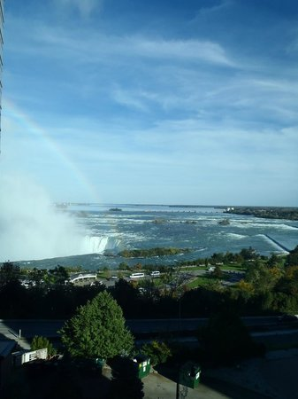 Radisson Hotel & Suites Fallsview: View of Horseshoe Falls from the room.