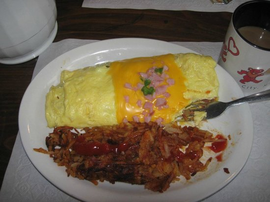 Sahara Cafe: Western omelette and hashbrowns