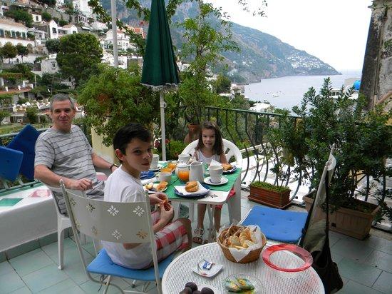 Venus Inn B&B Positano: El desayuno en la terraza