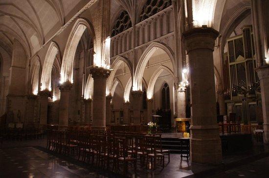 Int rieur de l 39 glise picture of eglise st martin for Interieur eglise