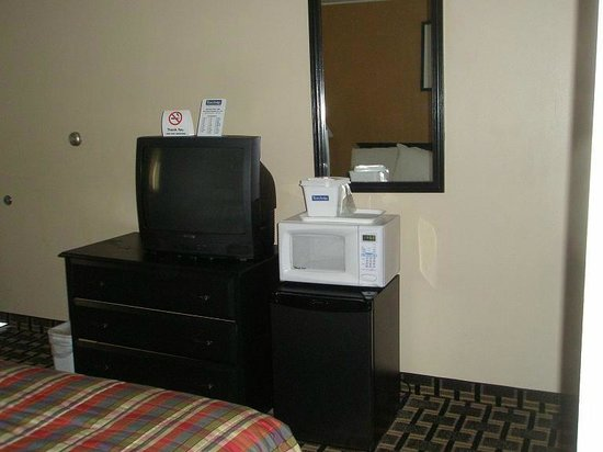Travelodge South Burlington: TV, micro-wave, fridge