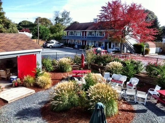 Red Horse Inn - Falmouth: Great gathering area