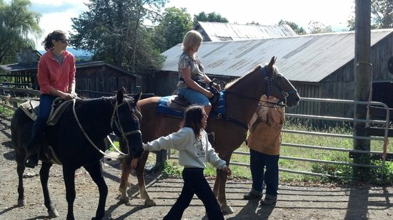 Pinegrove Family Dude Ranch: Supervised Horse back riding