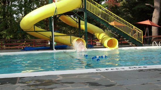 Pinegrove Family Dude Ranch: Outdoor pool