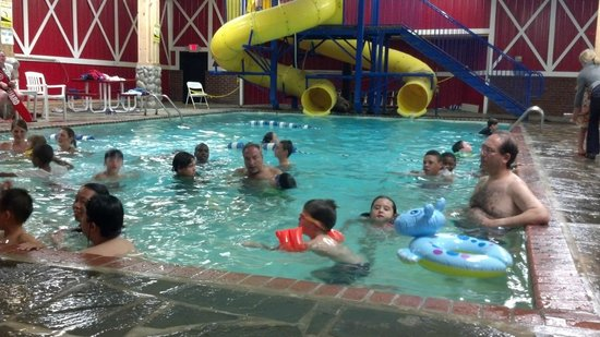 Pinegrove Family Dude Ranch: Indoor pool