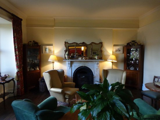 Lough Inagh Lodge : sitting room