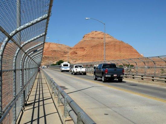 Glen Canyon Dam: Autoweg op de brug