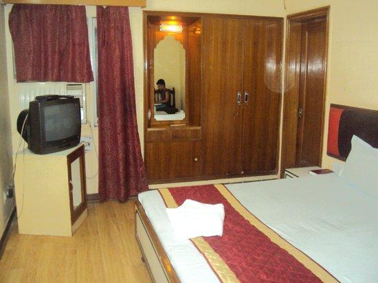 Hotel Shalimar: Room