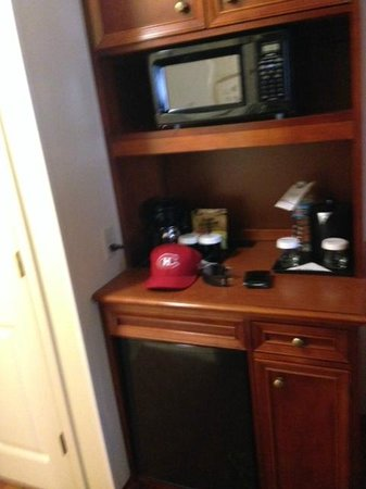 Hilton Garden Inn Chicago Downtown/Magnificent Mile: Mini Fridge and Microwave