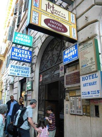 Hotel Milazzo: La entrada al edificio donde se encuentra el hotel