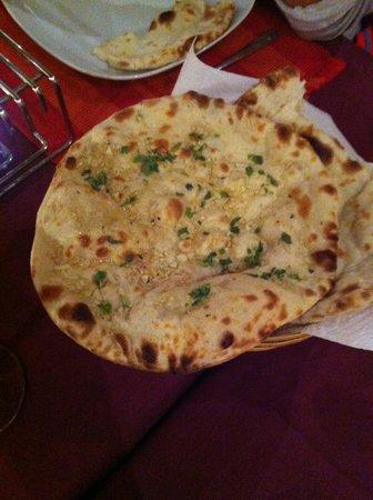 Sajna Restaurant: Garlic Nan Bread