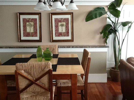 The Oyster Farm At Kings Creek : Dining Area