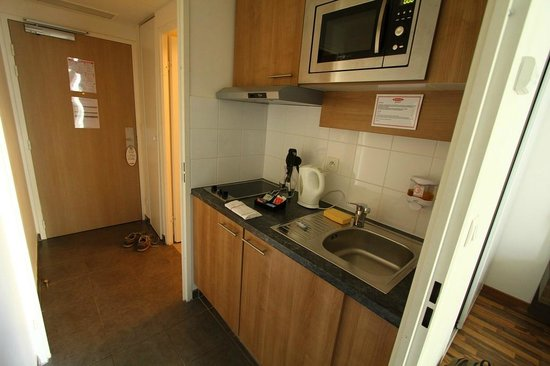 Residhome Appart Hotel Asnieres: Küchenzeile