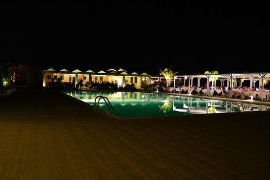 Hotel Villa Fanusa: ristorante estivo + piscina