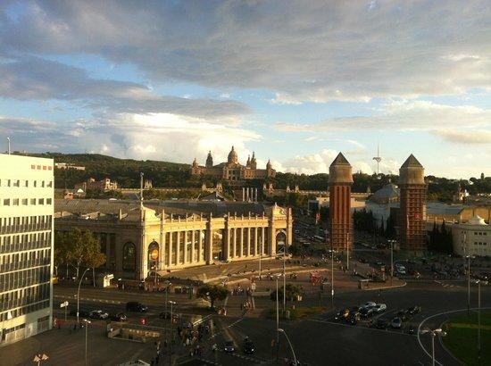 Hotel Acta Azul Barcelona: Вид на площадь Испании с ТК Арена недалеко от отеля