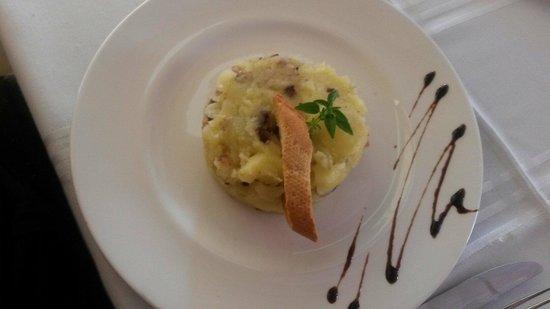 Braseria La Mossegada: El trinxat de col con patatas I buti negra con panceta
