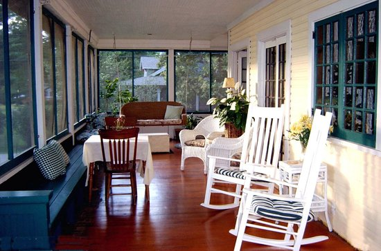 Lake Ripley Lodge Bed & Breakfast: Lake Front Grand Porch