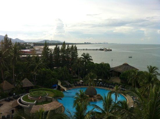 Hilton Hua Hin Resort & Spa : View of the water from the balcony