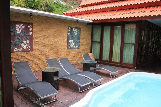 Phi Phi Natural Resort: индивидуальный бассейн в вилле