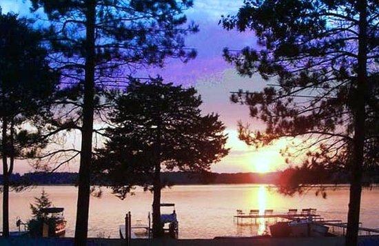Lake Ripley Lodge Bed & Breakfast: Sunsets at Lake Ripley Lodge