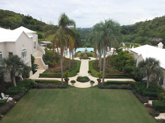 Rosewood Bermuda : View on the beautiful pool at Rosewood Tucker's point