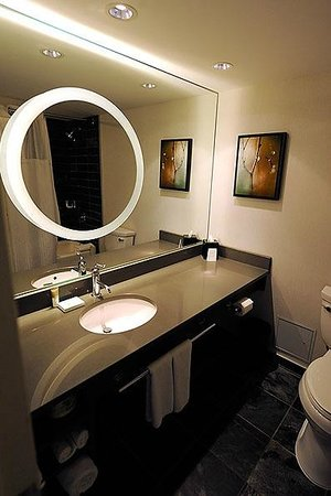 Hyatt Regency Vancouver: Bathroom