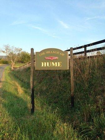 The Inn at Vineyards Crossing: Town of Hume, VA