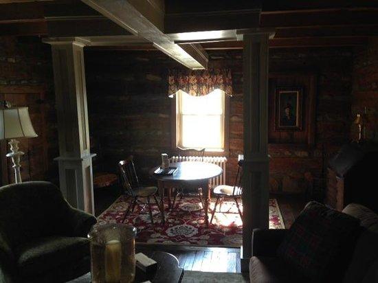 The Inn at Vineyards Crossing: Log Cabin