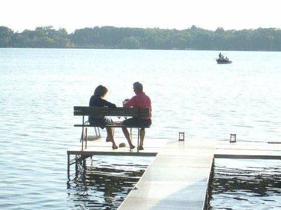 Lake Ripley Lodge Bed & Breakfast: Romantic lakefront at Lake Ripley