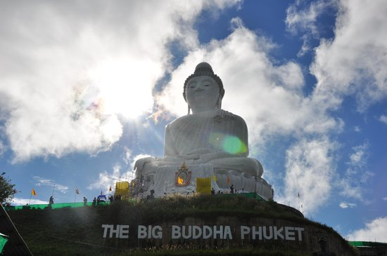 Fantasy Hill Bungalows: grande Buddha