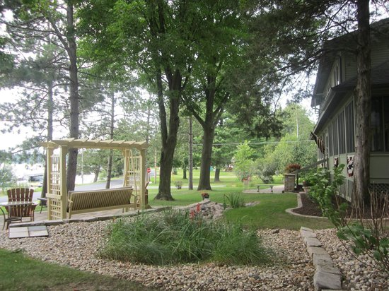 Lake Ripley Lodge Bed & Breakfast: Native Wisconsin Flowers at Lake Ripley Lodge