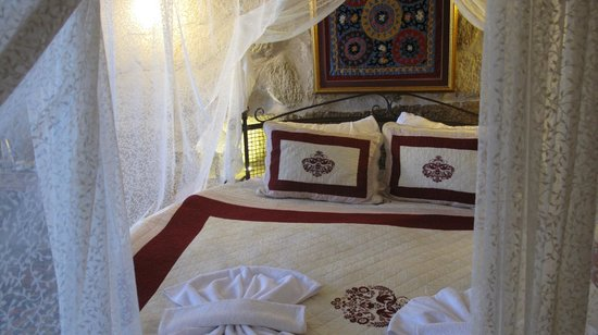 Divan Cave House: Californian King Round Bed