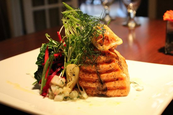 The Heights Restaurant and H Bar: Grilled Salmon