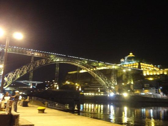D. Tonho: vista noturna na ponte