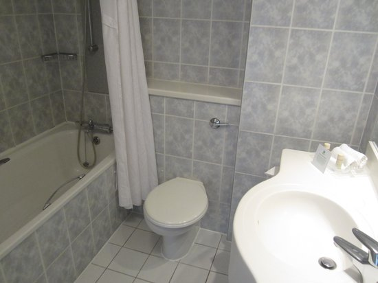 Holiday Inn Plymouth: Bathroom