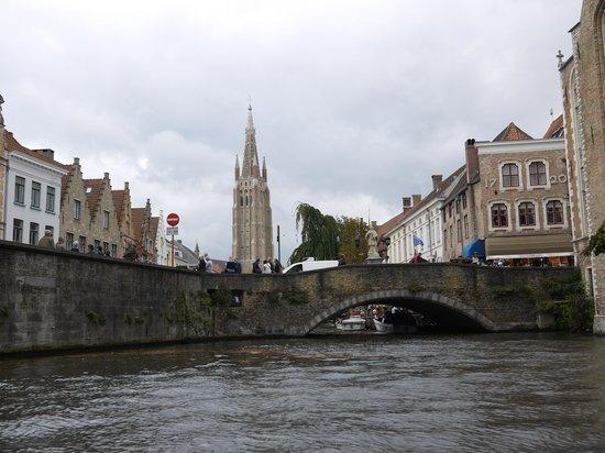 Balades En Bateau Sur Les Canaux: Belle vue du pont et du clocher