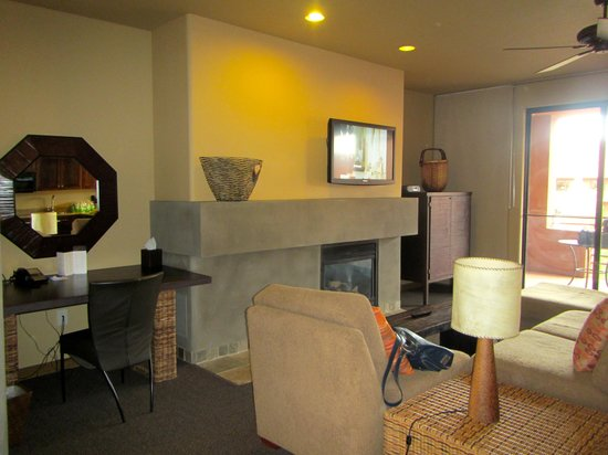 Red Mountain Resort: living room suite