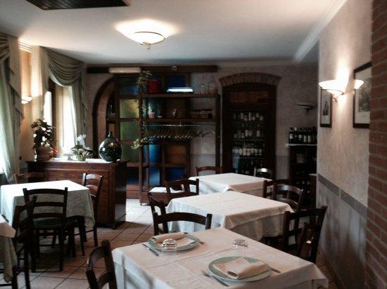 Sala da pranzo picture of cantina del bivio bar for Sala da pranzo veranda