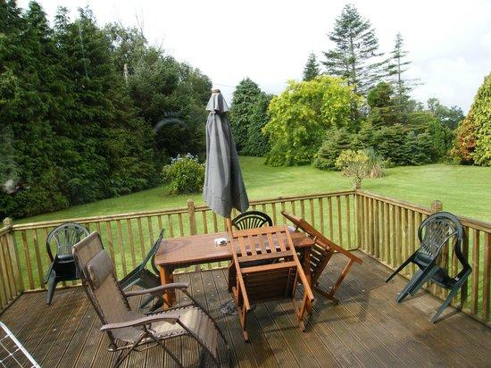 Fern Rock Bed & Breakfast: deck outside - fantastic place to relax