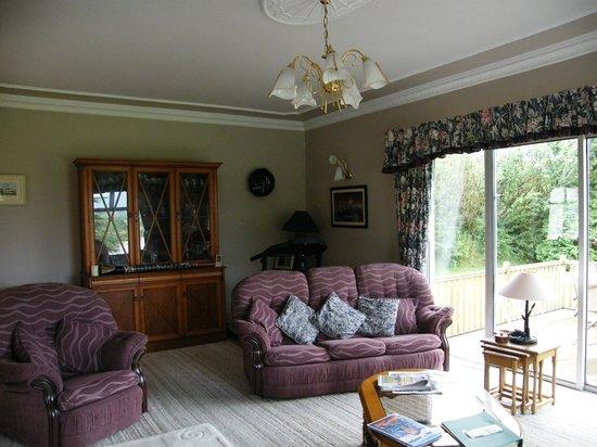 Fern Rock Bed & Breakfast: sitting room