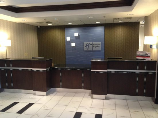 Holiday Inn Express & Suites Greenfield: Check In Area