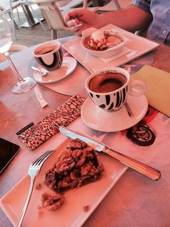 Marina Yacht Club Restaurant : Coffee & desserts, Vespa Cafe
