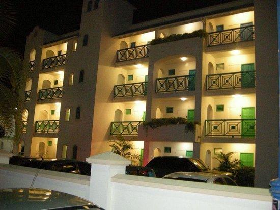 Rostrevor Hotel: Hotel at night
